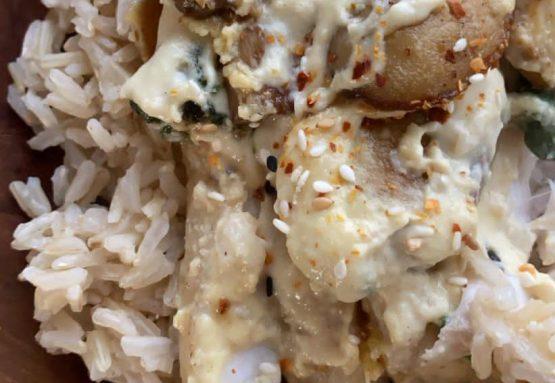 אמנון מטוגן ברוטב קשיו-שקדים עם פטריות ותרד על אורז מלא
